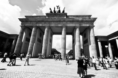 Deutsch-Republic-Brandenburg-Tor-2