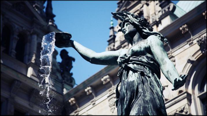Rathaus-Hygieia-Brunnen-Hamburg 1920x1080 Feature